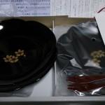 信金中央金庫(8421)から優待の会津塗銘々皿と和フォークが届きました