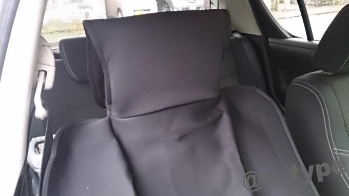スイフトRS 防水素材のシートカバー ヘッドレスト