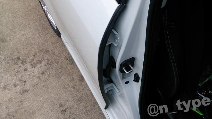 スイフト 風切り音防止モール 運転席側