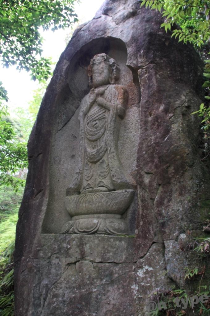 石山観音公園 聖観音菩薩立像