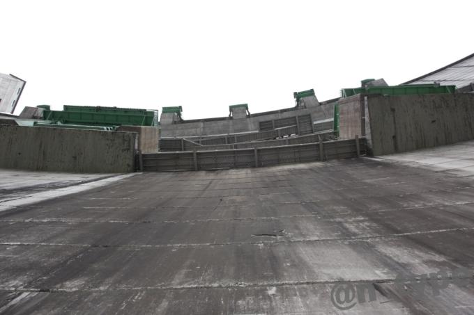 小渋ダム開放DAY 下から見上げる