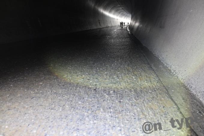 小渋ダム開放DAY 土砂バイパストンネル 地面