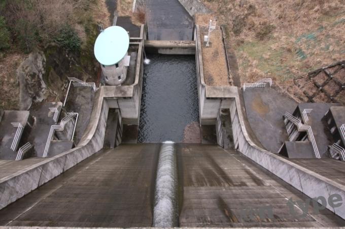 大津呂ダム 越流