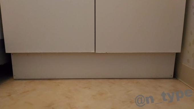 洗面台収納扉 作業前 アップ