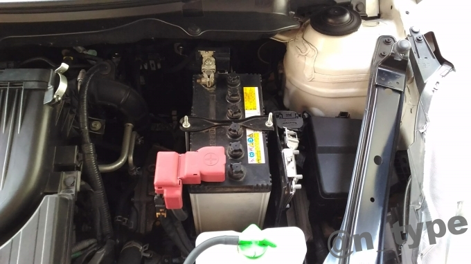 スイフトRS バッテリー 交換前 純正バッテリー