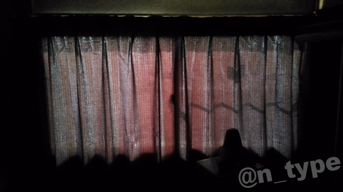 遮光1級カーテン 西日の当たる部屋 照明なし